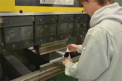 薄板板金加工の主な流れ 曲げ加工