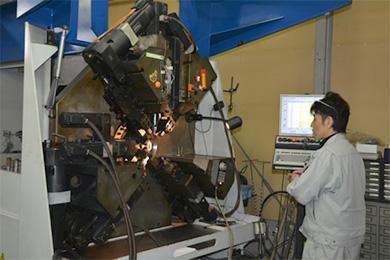 CNC3次元ワイヤーフォーミングマシン ドイツWAFIOS社のCNCコイリング・ベンディングマシン